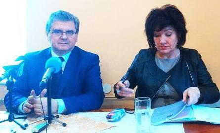 Dyrektor szpitala w Sławnie Danuta Wojciechowska i europoseł Czesław Hoc.