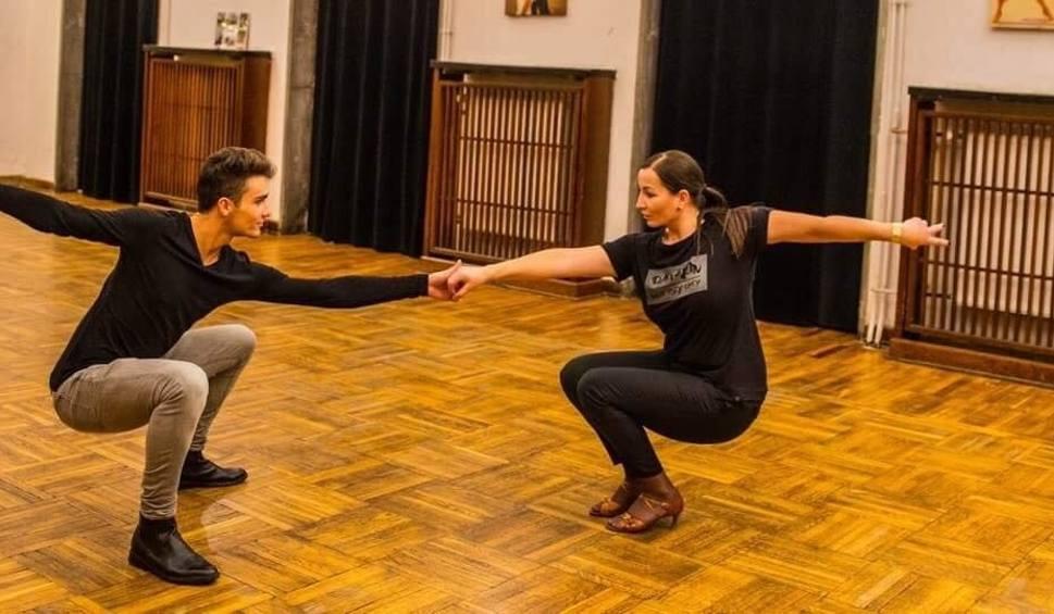 Film do artykułu: Znani skarżyszczanie zaprezentują się w sobotę turnieju tańca towarzyskiego. Galę poprowadzi Agnieszka Kaczorowska