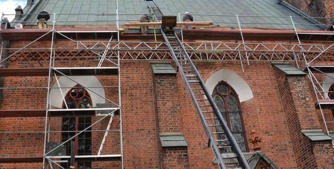 Remont kościoła pw. Podwyższenia Krzyża Świętego w Sulechowie. Podpisanie umowy na dotację modernizacji z urzędu marszałkowskiego