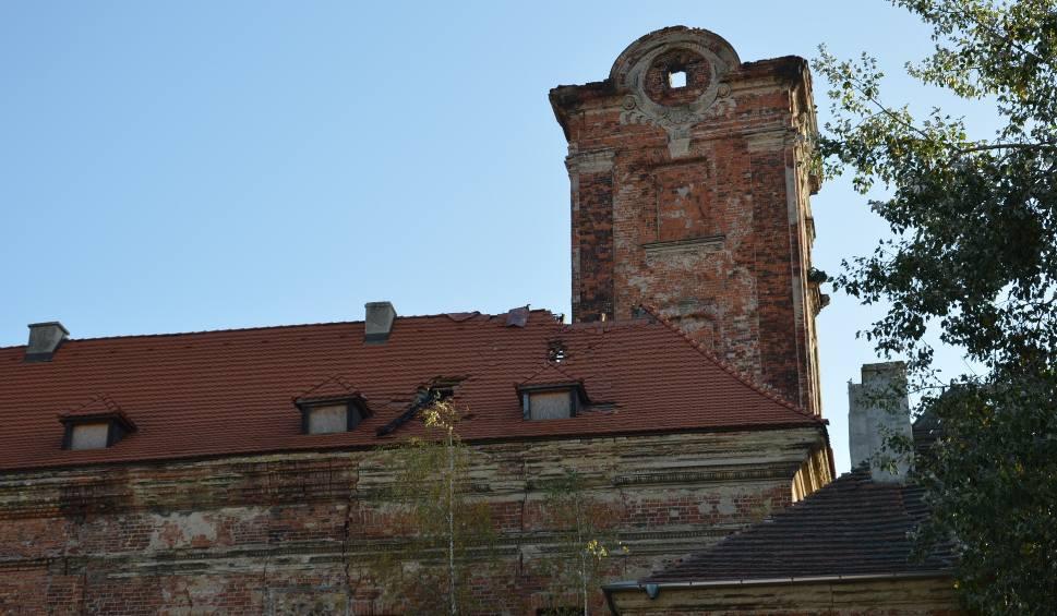 Film do artykułu: Żary. Miasto zamku nie chciało, przejęło go stowarzyszenie. Społecznicy zabezpieczą wieżę po pożarze.