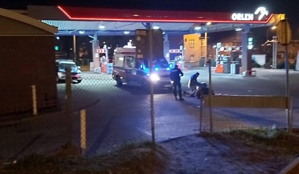 Film do artykułu: ZIELONA GÓRA. Bójka na stacji benzynowej przy ul. Fabrycznej. Na miejsce przyjechała policja i pogotowie