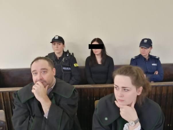 Oskarżona nie przyznała się do winy i odmówiła składania zeznań.