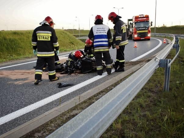 W poniedziałek wieczorem doszło do wypadku na słupskiej obwodnicy. Kierowca motocykla przewrócił się na jezdnię. Do zdarzenia doszło na węźle Łosino.