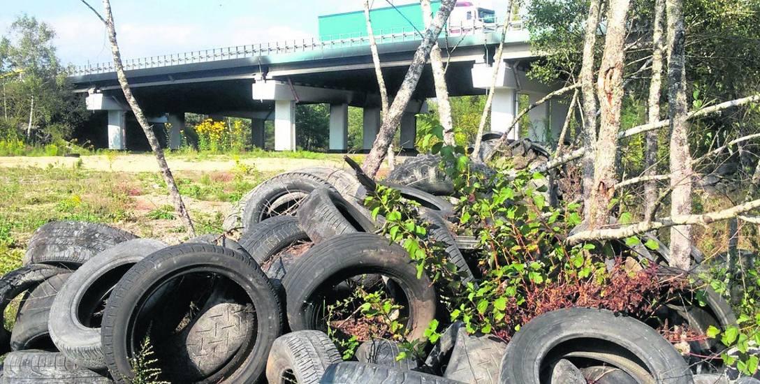 Karambol w Jaworznie spowodował pożar opon