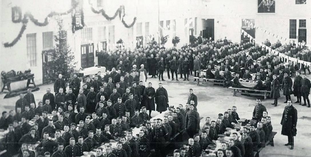 Wigilijna wieczerza żołnierzy 4. Pułku Lotniczy