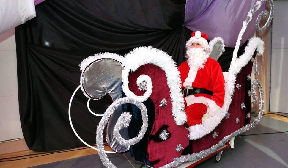 Film do artykułu: 550 dzieci na Mikołajkach w Morawicy! Święty Mikołaj przyjechał do nich na... saniach (DUŻE ZDJĘĆ)