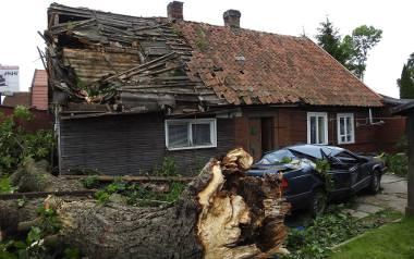 Romuald Knajdek, którego samochód i dom zostały zniszczone podczas burzy w Białymstoku, otrzymał od miasta zaledwie 3 tys. zł.