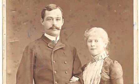 Kraków, 1885 r. Wojciech Kossak z żoną Marią. Poniżej ich córka Maria Pawlikowska-Jasnorzewska