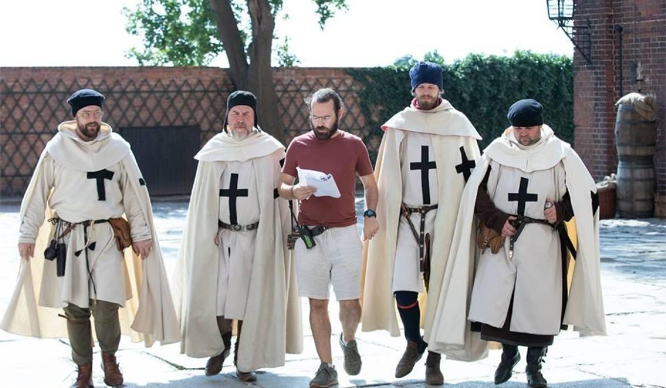 """Film do artykułu: """"Korona królów"""" na zamku w Kwidzynie. Drugi dzień na planie, zdjęcia tym razem na dziedzińcu [zdjęcia]"""