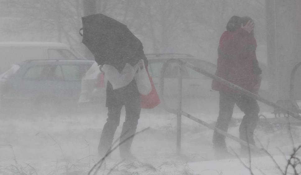 Film do artykułu: Ostrzeżenie meteorologiczne przed oblodzeniem. Prognoza pogody na weekend 4.01.2020. Niż Fabian nad Polską. Pogoda dla Łodzi i regionu