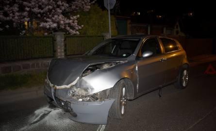 Kierujący Alfa Romeo wymusił pierwszeństwo przejazdu na jadącym ul. Chrobrego, BMW. Straż pożarna zabezpieczała miejsce kolizji i zneutralizowała płyny