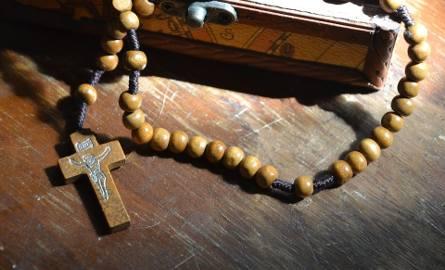 Ksiądz w trakcie swoich lekcji religii skrzywdził 22 uczennice