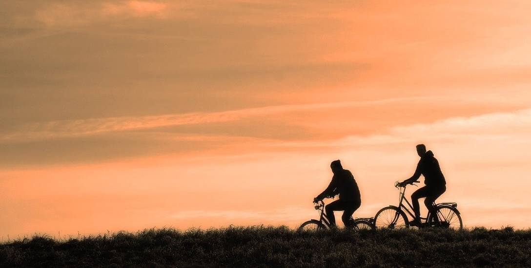 Ruszają w daleką drogę rowerami w rubinowe gody i pomogą Nadii