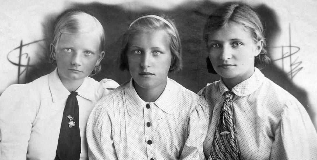 Janina Perwenis (z lewej) z koleżankami na zesłaniu na Uralu
