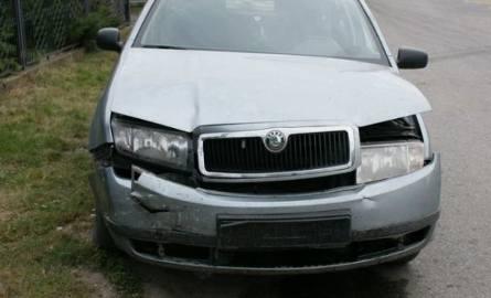 37-letni pasażer skody ma złamany nos. Trafił do szpitala.