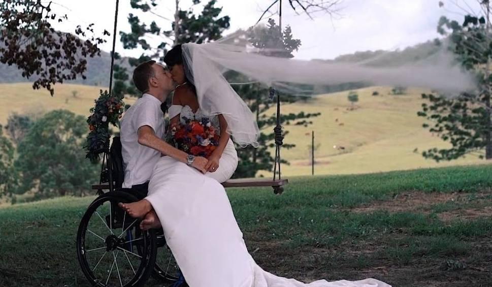 Film do artykułu: Darcy Ward stanął na ślubnym kobiercu. Podczas ceremonii nie brakowało momentów wzruszeń [ZDJĘCIA, FILM]