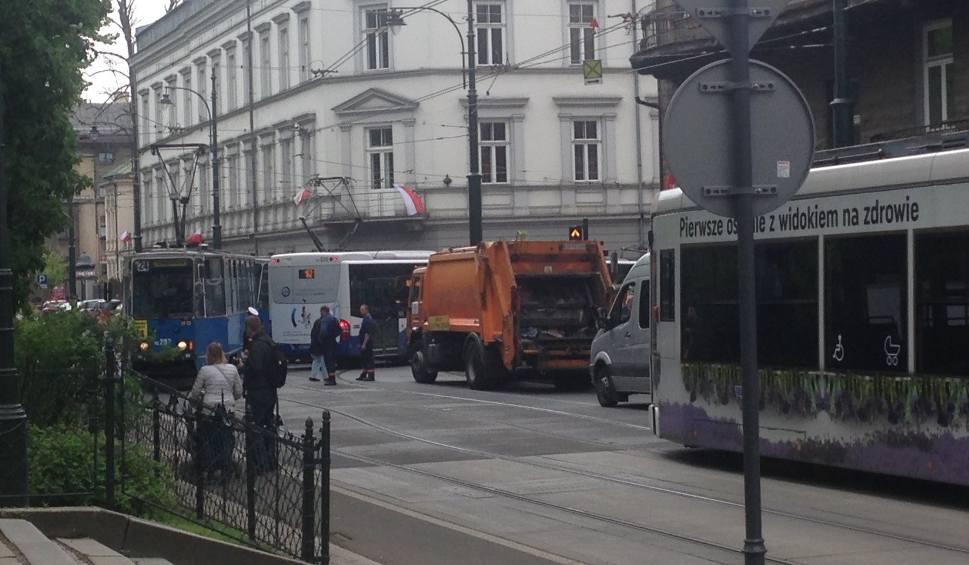Film do artykułu: Kraków. Zderzenie tramwaju z autobusem na ul. Straszewskiego