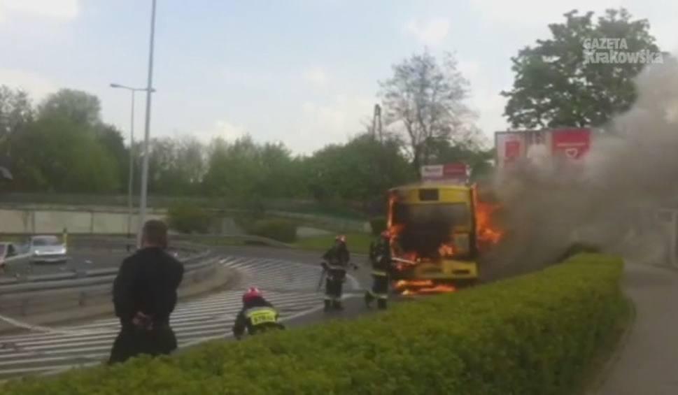 Film do artykułu: Kraków. Spłonął autobus [KRÓTKO]