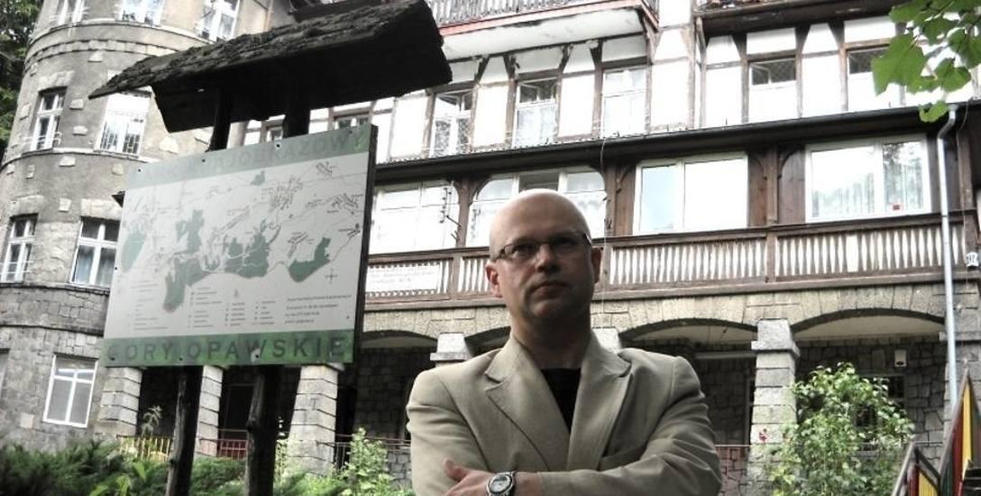 Archiwalne zdjęcie ośrodka Aleksandrówka w 2015 roku z dyrektorem szkoły w prewentorium Jackiem Górskim.
