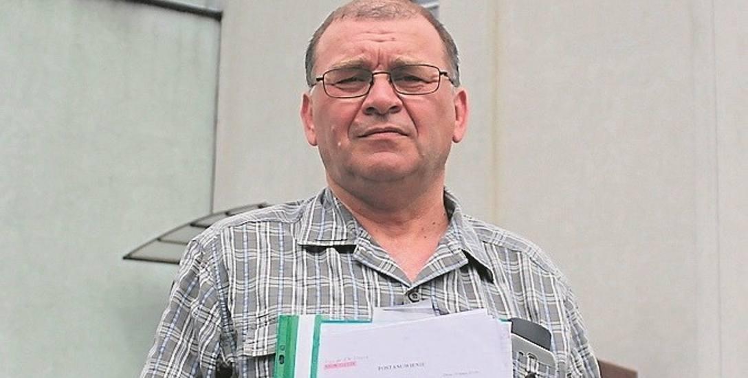 Zbigniew Dąbek otrzymał wyrok zakazujący mu prowadzenia pojazdów przez pół roku. Ma pretensje do urzędników i adwokata