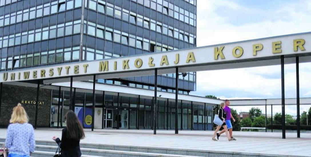 Toruńska uczelnia atakowana po zawieszeniu prof. Nalaskowskiego. Fala agresji i hejtu od kilku dni na UMK