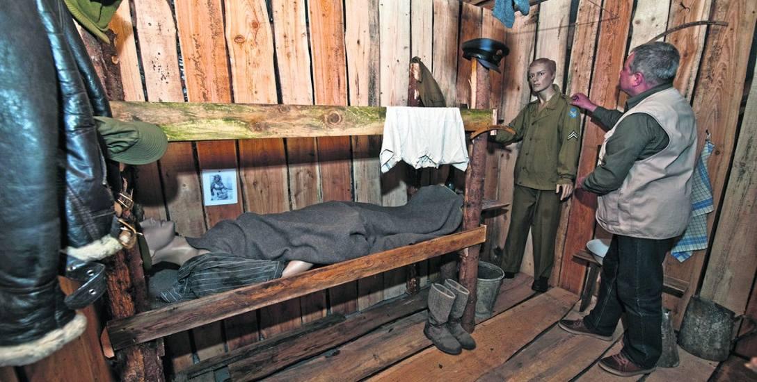 """Wystawę """"Losy alianckich jeńców wojennych stalagu Luft IV - Gross Tychow"""" w  Muzem Obrony Przeciwlotniczej można oglądać do końca  roku, w godzinach"""