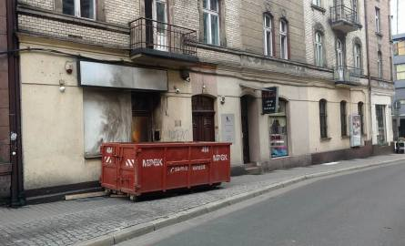 Sklep z dopalaczami przy ul. Plebiscytowej w Katowicach zabarykadowany. Ogromny kontener blokuje wej