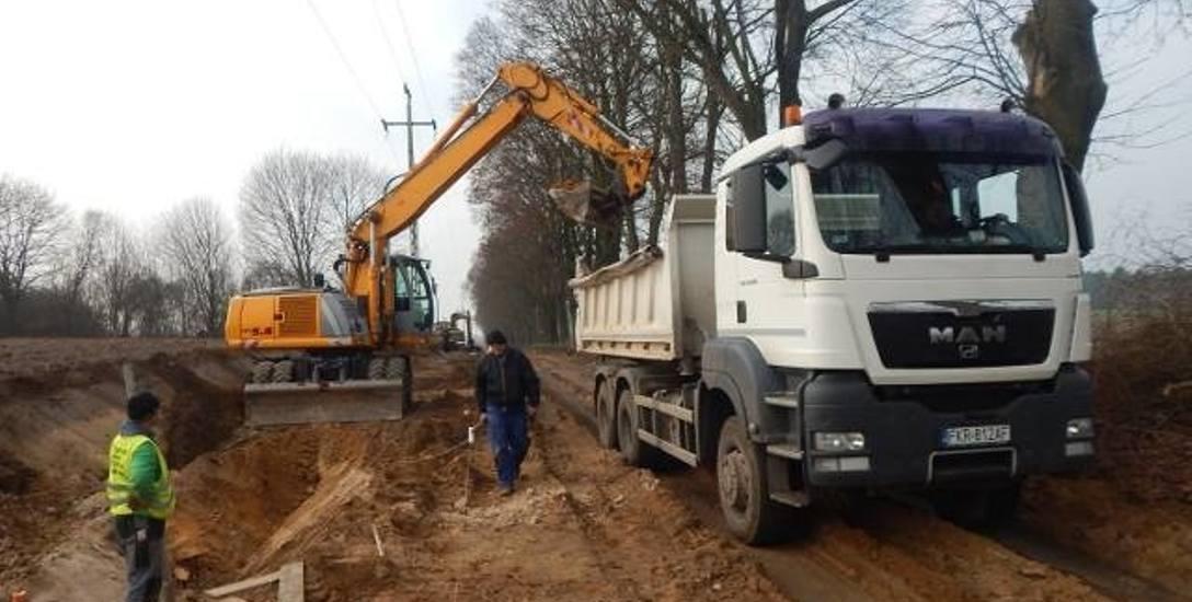 Pierwszy etap modernizacji drogi pomiędzy Grochowem a Wełmicami rozpoczął się późną jesienią 2015 roku. Do dziś wykonano zaledwie kilkaset metrów i wciąż