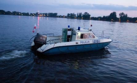 Pusta motorówka na jeziorze Kisajno. Poszukiwany jest Piotr Woźniak-Starak, znany producent filmowy, mąż Agnieszki Szulim