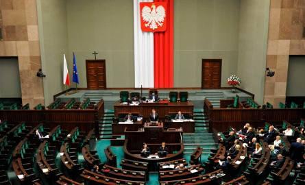 """Sejm przegłosował projekt """"Rodzina 500+""""."""