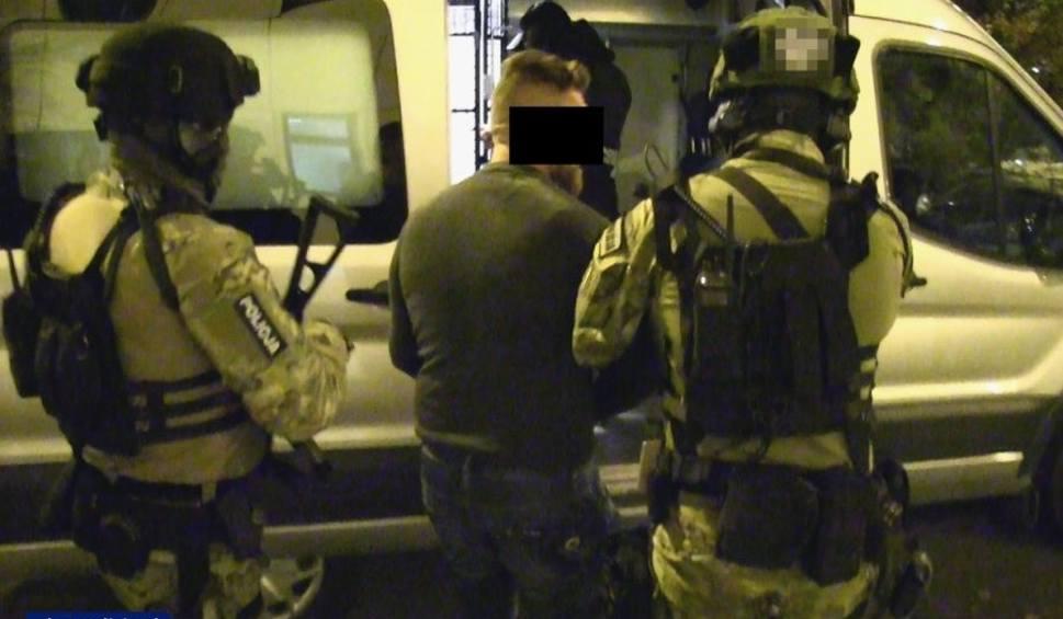 """Film do artykułu: """"Misiek"""" oczekuje na przesłuchanie w jednoosobowej, monitorowanej celi w krakowskim areszcie"""