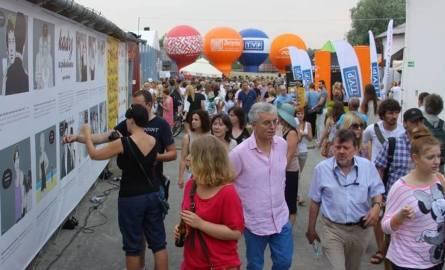 W KAZIMIERZU - DWA BRZEGIW sobotę rozpoczyna się X edycja Festiwalu Dwa Brzegi. Miasta położone po dwóch brzegach Wisły, Kazimierz Dolny i Janowiec,