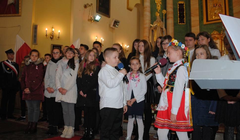 Film do artykułu: Wyjątkowa 100 rocznica Niepodległości w Fałkowie. Marsz, hymn i inne wydarzenia (DUŻO ZDJĘĆ)
