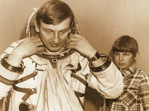 Mirosław Hermaszewski z synem Mirkiem