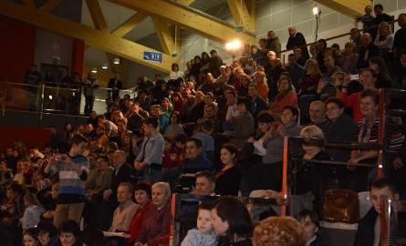 W Chęcinach po raz pierwszy orkiestra zagrała w nowej hali widowiskowo-sportowej. Bawiło się z około 400 osób.