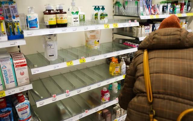 Limity na zakupy w sklepach Rossmann. Zobacz, czego nie można teraz kupić! [30.03.2020]