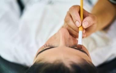 Makijaż francuski jest jednym z najbardziej stylowym i szykownym makijażem. Nie przestaje wychodzić z mody, jest uosobieniem klasy i stylu.
