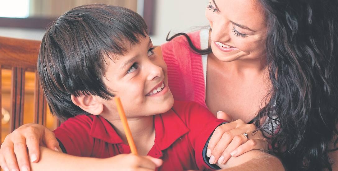 Aż 95 procent rodziców przyznaje, że odrabia lekcje razem ze swoimi dziećmi.