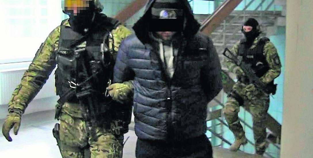 Członkowie gangu są podejrzani m.in. o rozboje, pobicia, oszustwa, handel narkotykami.