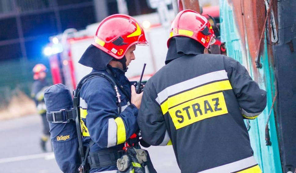 Film do artykułu: Gmina Kowala. W Kotarwicach doszczętnie spłonęła drewniana stodoła ze zbożem i deskami