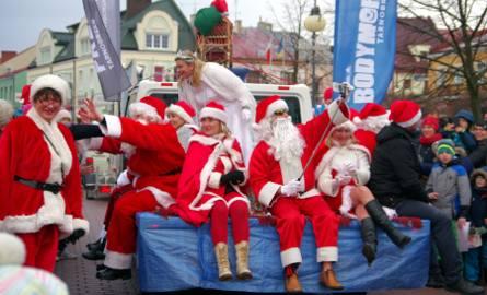 Tylu Mikołajów jeszcze Tarnobrzeg nie widział! Ulicami miasta przejechała dziś wesoła i kolorowa kawalkada pojazdów. Mikołaje przybyli konno, na motocyklach,