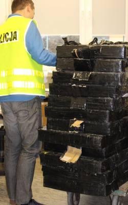 Nielegalny towar pod Tarnobrzegiem. Papierosy z przemytu były ukryte w... soli drogowej