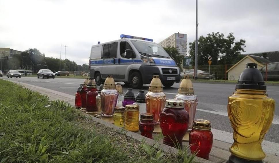 Film do artykułu: Tragiczny wypadek w Białymstoku. Widzieli wypadek, ale nie zatrzymali się. Dziś usłyszeli zarzuty