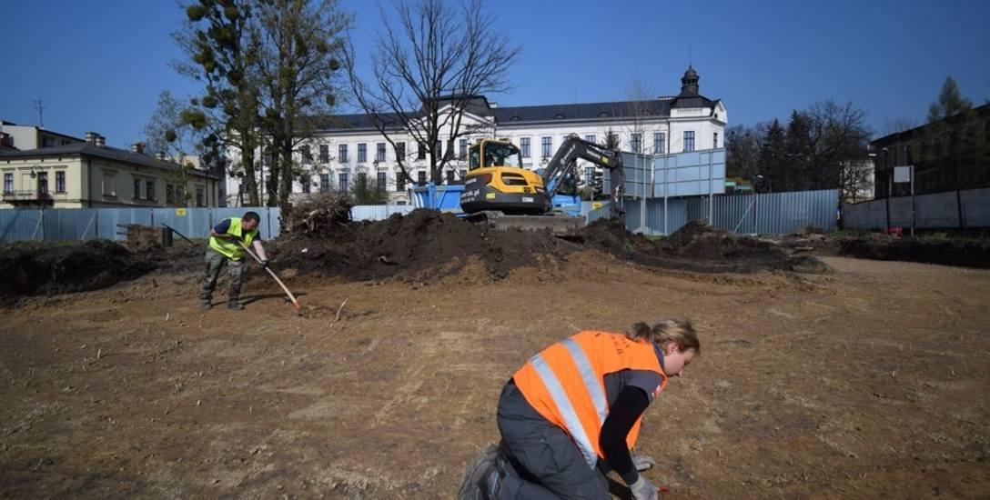 Pracownicy Instytutu Pamięci Narodowej sprawdzili  czy w części tzw. Ogrodów Kotasa, na której niebawem zacznie się prywatna inwestycja, dochodziło do