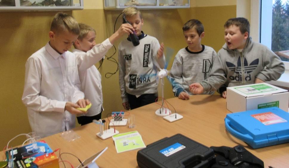 Film do artykułu: Szkoła Podstawowa w Rudkach ma nową pracownię ekologiczną.