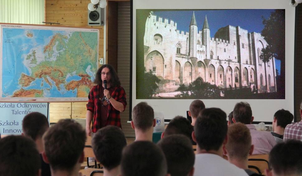 Film do artykułu: Podróżnik Sebastian Wójcik w szkole w Nisku. To był powiew egzotycznego świata