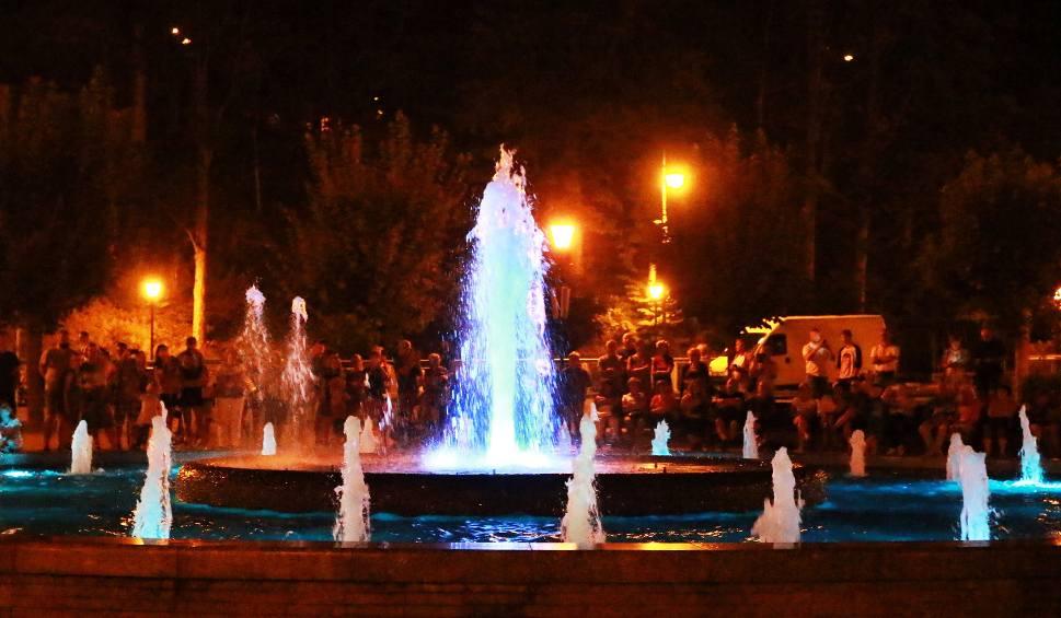 Film do artykułu: Tańcząca fontanna wieczorną atrakcją Krynicy [ZDJĘCIA]