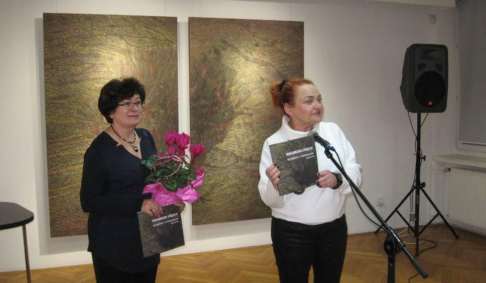 """Film do artykułu: Finisaż wystawy malarstwa Małgorzaty Strzelec """"Rozmowy z kamieniami"""" odbył się w radomskiej Galerii Łaźnia"""