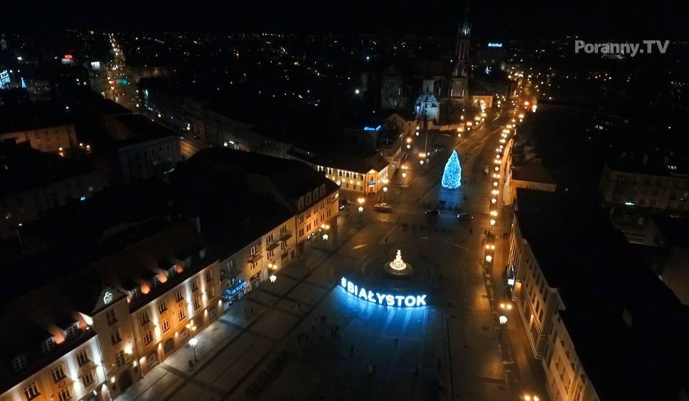 Film do artykułu: Świąteczny Białystok nocą. Zobacz nasze piękne miasto z lotu ptaka [ZDJĘCIA, WIDEO]