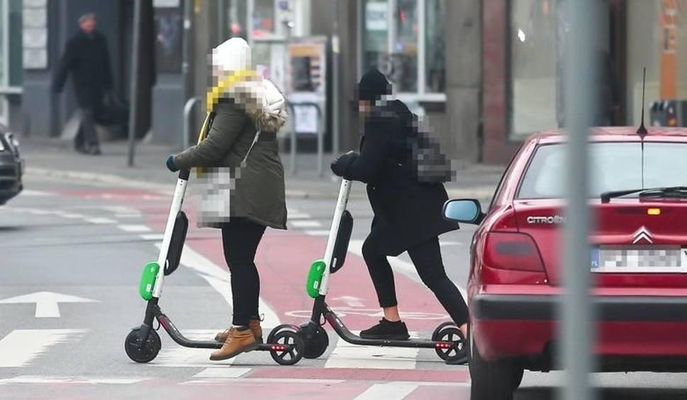 Film do artykułu: Jedziesz na hulajnodze albo na rolkach po drodze publicznej. Co na to policja? [GOŚĆ NTO]